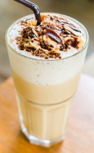 Der Café Creme ist ein Vergnügen bestehend aus Kaffee, Schokolade, Krokant und Karamell.