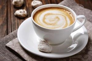 Cremiger Kaffee mit Kokos- und Schokoladen-Geschmack.