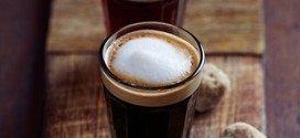 Leckerer Kaffee mit dem Schuss Preiselbeere.