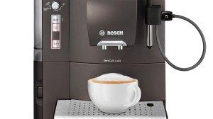 Der Bosch TES50358DE Kaffee-Vollautomat VeroCafe Latte zaubert leckere Heißgetränke