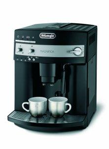 Der DeLonghi ESAM3000.B Kaffee-Vollautomat besticht durch sein Design und leichte Bedienbarkeit
