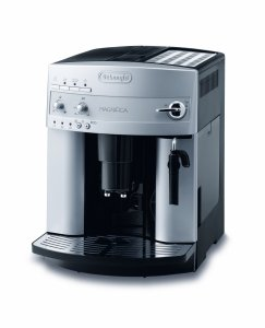 Der DeLonghi ESAM 3200 S Magnifica Kaffee-Vollautomat belegt einen soliden vierten Platz