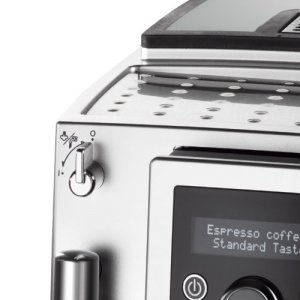 Das Design des DeLonghi ECAM 23420 SB Kaffee-Vollautomat ist schick und schlicht