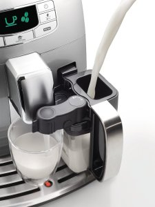 Der Milchbehälter des Saeco HD8753/95 Intelia Evo One Touch Cappuccino Kaffee-Vollautomat